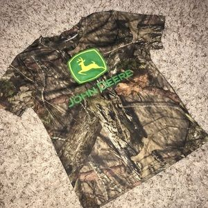 🖍 John Deere Camo T-Shirt Boys Size 5